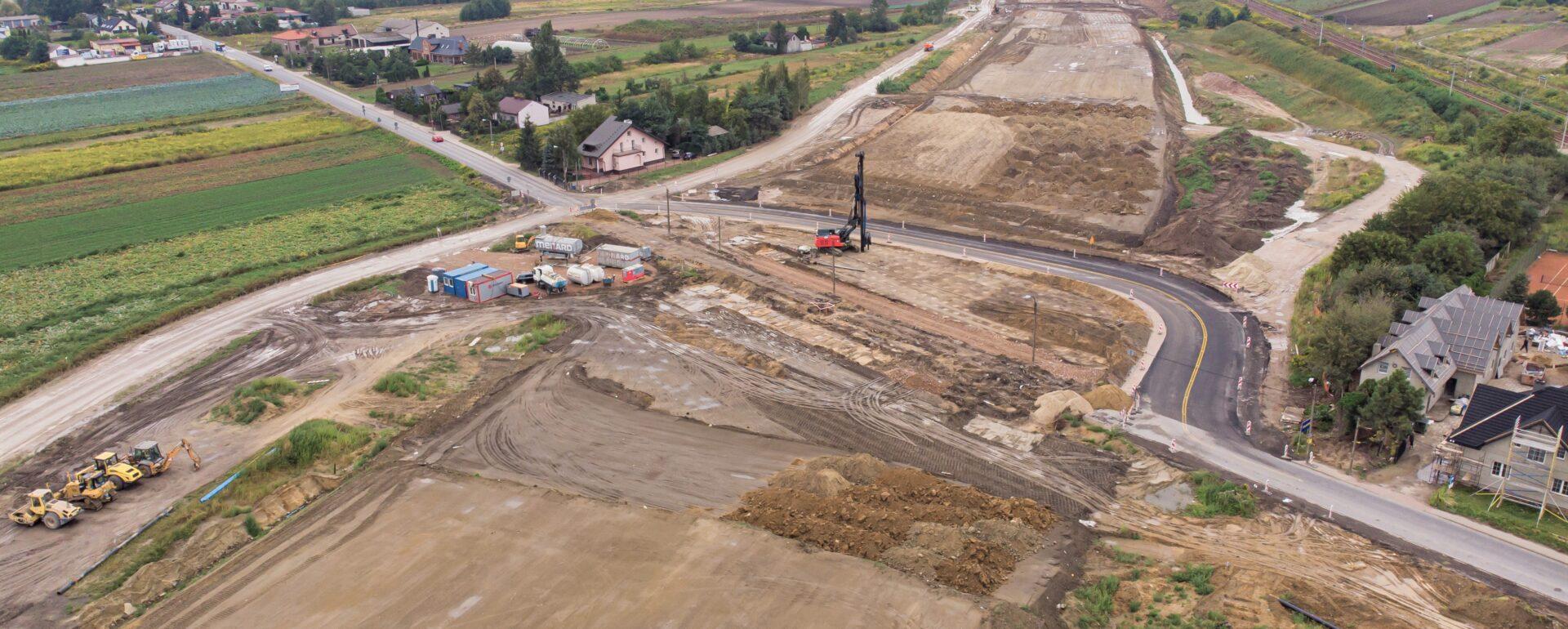 Praca przy budowie trasy trasy S7 odcinek A wre! Oddanie tej inwestycji zapewni bezproblemową komunikację z Warszawą.